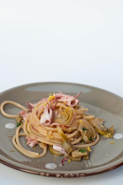 Spaghettoni con carciofi e calamari al profumo di limone