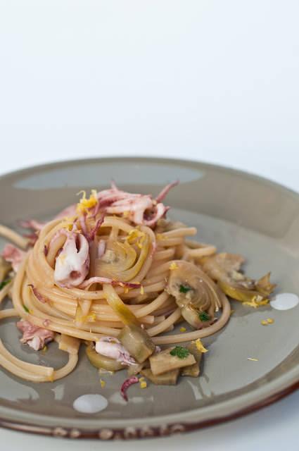 Spaghettoni con carciofi e calamari al profumo di limone - 1