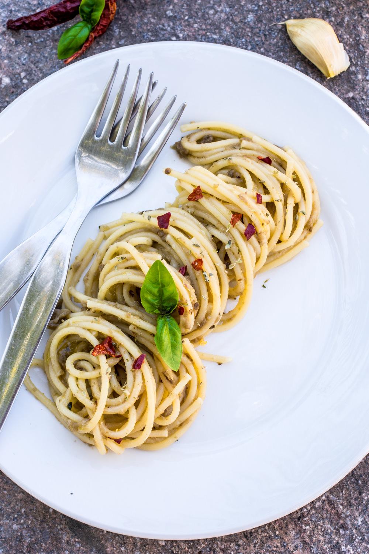 Spaghetti con crema di melanzane arrostite
