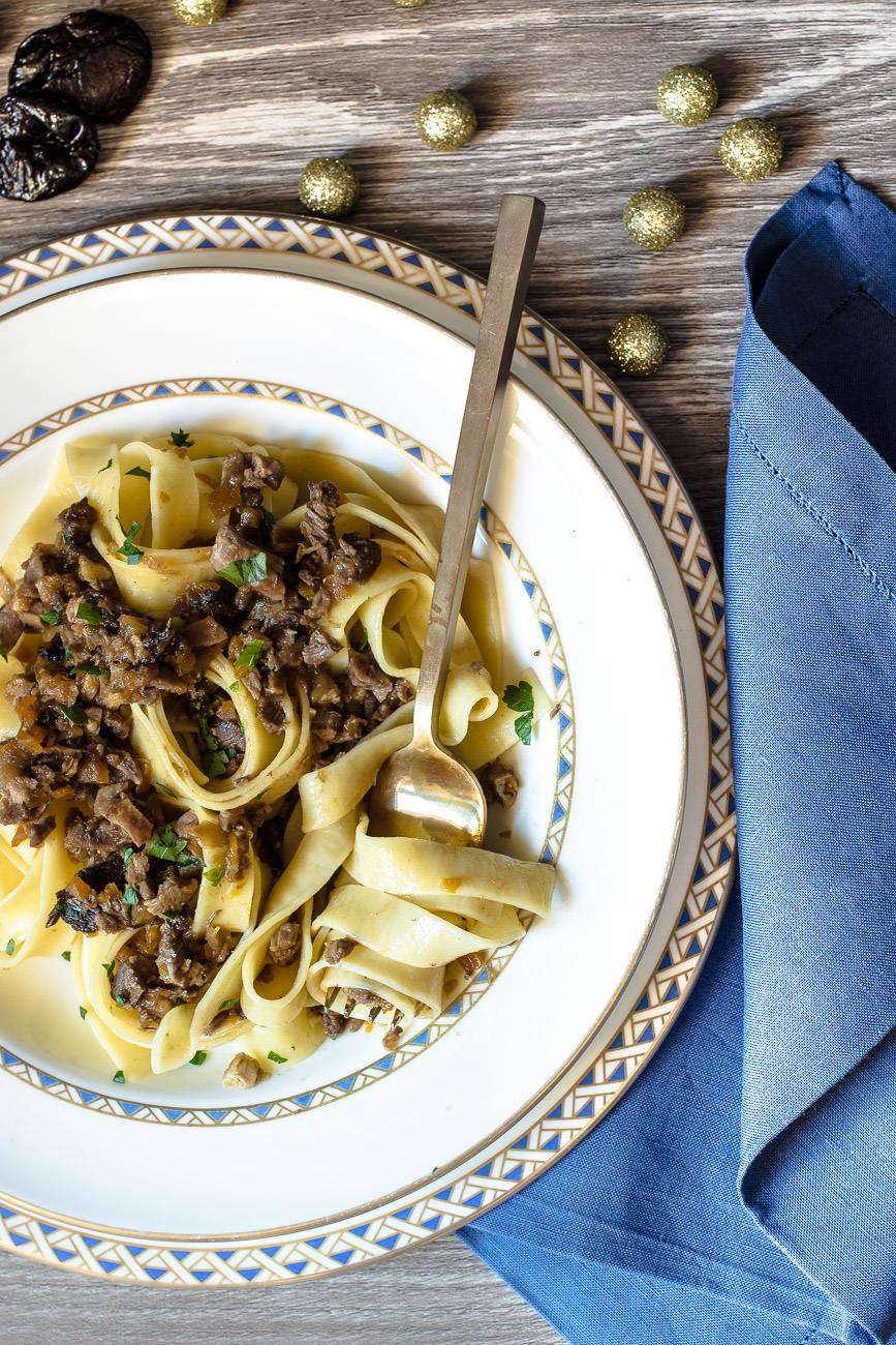 Tagliatelle con ragù bianco di anatra e Prugne secche