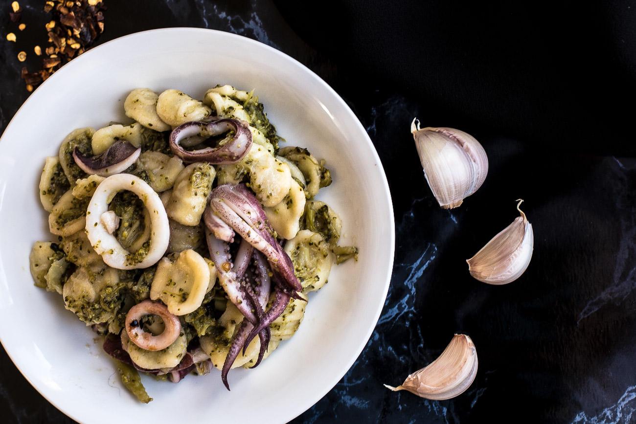 Orecchiette con broccoli e calamari - ricetta