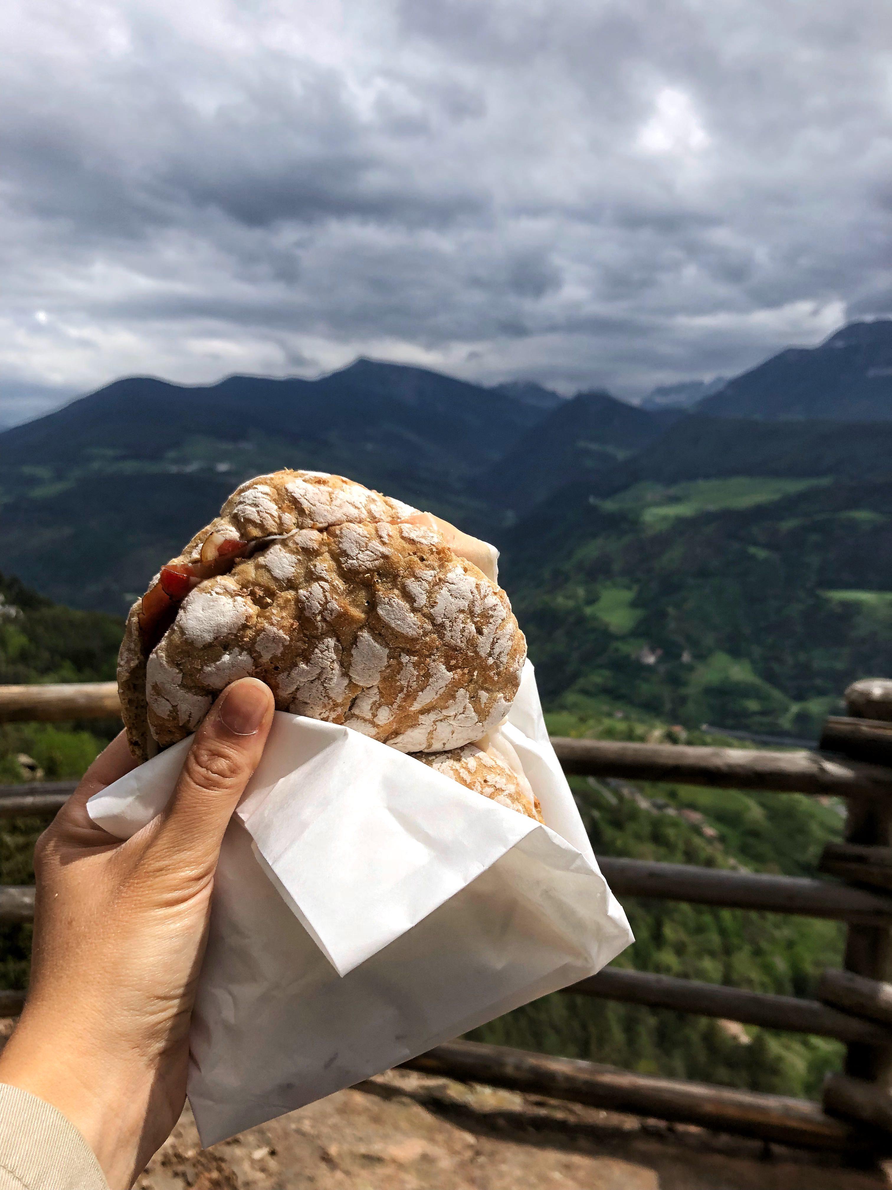 Segalini alle erbe vista montagne Alto Adige - Maggio 2018