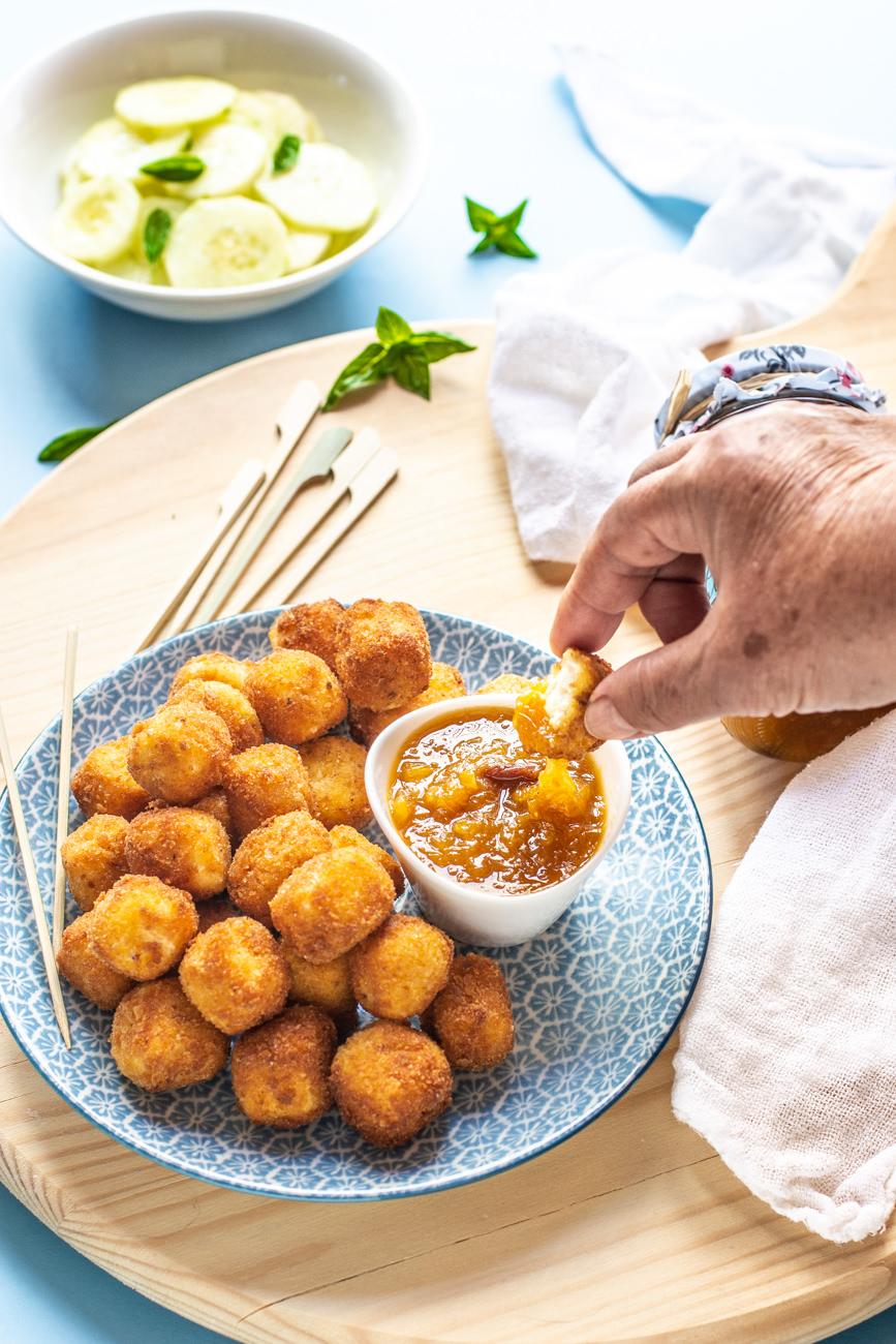 Ricetta - Pepite di feta fritta con marmellata di arance e noci