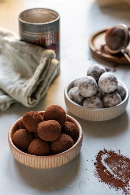 Tartufi vegetariani al cocco e cioccolato